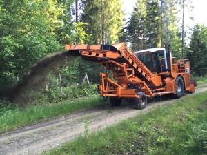 Wykonanie mechanicznej ścinki poboczy na drodze leśnej
