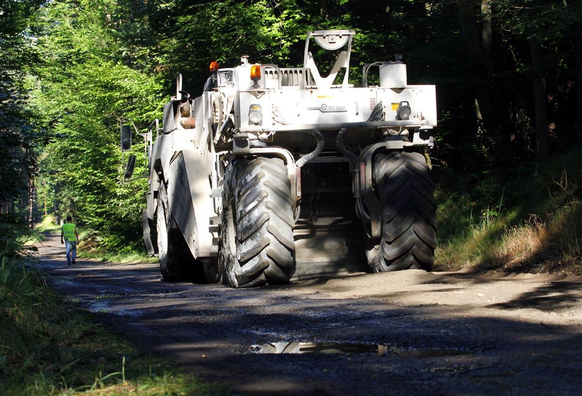 Wykonanie rewitalizacji nawierzchni dróg leśnych